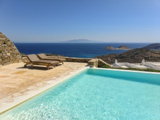 Immerse yourself in the grand bleu