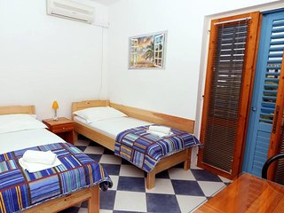 Studio flat Sucuraj, Hvar (AS-6852-b)
