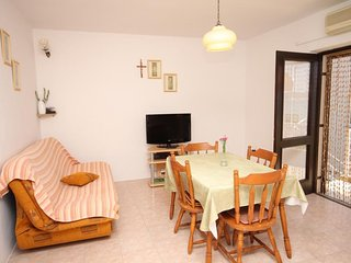 Two bedroom apartment Zaboric, Sibenik (A-6097-a)