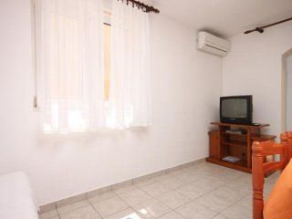 Two bedroom apartment Mulobedanj, Pag (A-6275-c)