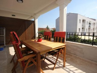 Rovinj Apartment Sleeps 5 with Air Con - 5467016