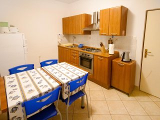 Pula Apartment Sleeps 4 with Air Con - 5467092