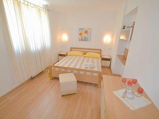 Two bedroom apartment Novigrad (A-7054-b)