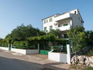 Turanj Apartment Sleeps 4 with Air Con and WiFi - 5465966