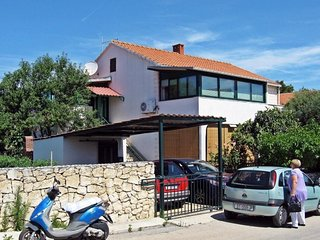 Three bedroom apartment Supetar, Brač (A-7549-a)