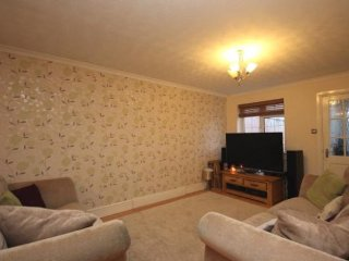 LOVELY SPACIOUS DETACHED 3 BED HOME