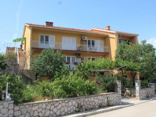 Cres Apartment Sleeps 5 with Air Con - 5467799
