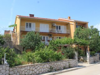 Cres Apartment Sleeps 5 with Air Con and WiFi - 5467806
