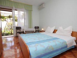 Room Medveja, Opatija (S-7775-a)