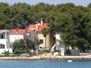 Two bedroom apartment Verunić (Dugi otok) (A-8103-a)