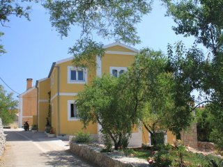 Two bedroom apartment Sali, Dugi otok (A-8083-a)