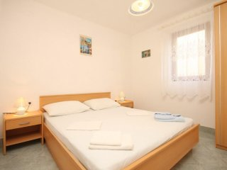 Two bedroom apartment Rukavac, Vis (A-8837-c)