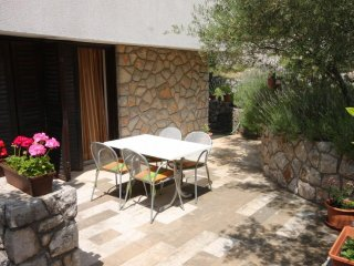Cres Apartment Sleeps 4 with Air Con - 5467678