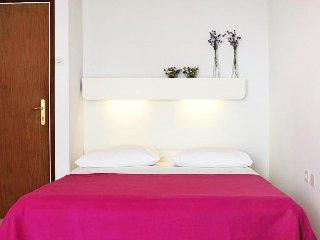 Room Medveja (Opatija) (S-7720-a)