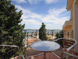 Ugrinici Apartment Sleeps 6 with Air Con and WiFi - 5462072