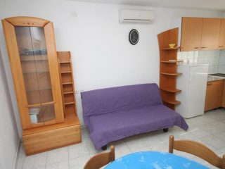 One bedroom apartment Kukljica, Ugljan (A-8402-b)