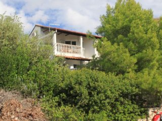 Two bedroom apartment Milna, Vis (A-8895-a)