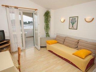 One bedroom apartment Preko, Ugljan (A-8515-b)