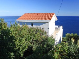 Two bedroom apartment Milna, Vis (A-8944-a)