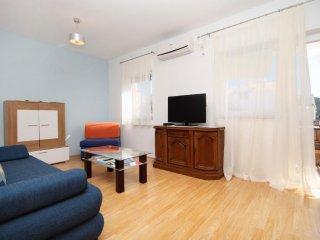 One bedroom apartment Vinišće, Trogir (A-8660-b)