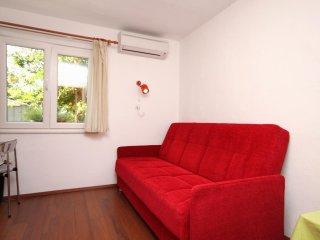 One bedroom apartment Kaštel Štafilić, Kaštela (A-9211-d)