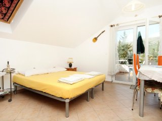 Zaton Apartment Sleeps 4 with Air Con - 5469143