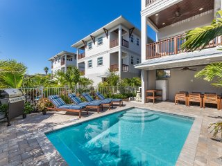 The Conch – 8BR/6BA Private Home, Heated Pool, Private Cabana, Walk to Beach