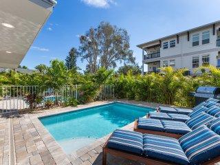 Casa Antilles – 4BR/3BA Private Home, Heated Pool, Private Cabana, Walk to Beach