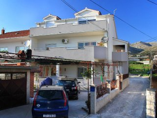 Two bedroom apartment Trogir (A-9455-a)