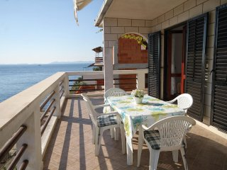 Smokvica Apartment Sleeps 5 with Air Con and WiFi - 5469407