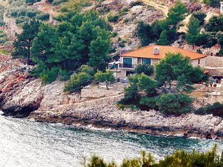Three bedroom apartment Cove Srhov Dolac bay - Srhov Dolac (Hvar) (A-2072-a)
