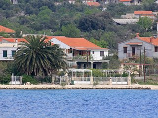 Four bedroom apartment Vinišće (Trogir) (A-10006-a)