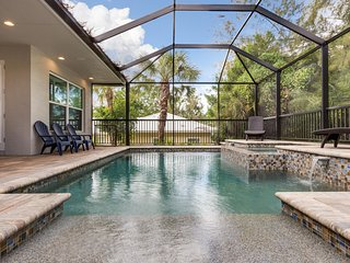 Sea Grape Cottage – Stunning 5BR/3.5BA Heated Beach Entry Pool and Hot Tub