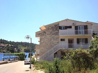 Four bedroom apartment Brna, Korčula (A-10057-a)