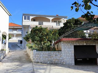 Two bedroom apartment Trogir (A-10342-a)