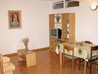 One bedroom apartment Cres (A-8095-b)