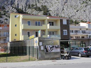 Two bedroom apartment Omiš (A-10362-a)