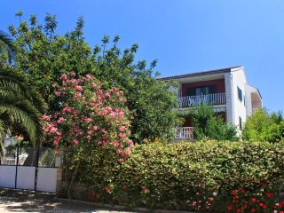 Two bedroom apartment Loviste (Peljesac) (A-10182-d)