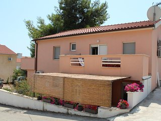 Okrug Gornji / Liveli Apartment Sleeps 4 with Air Con and WiFi - 5470326