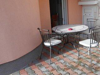 Okrug Gornji / Liveli Apartment Sleeps 4 with Air Con and WiFi - 5470328