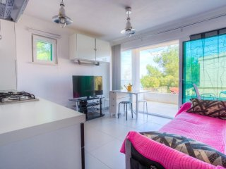 Necujam Apartment Sleeps 4 with Air Con and WiFi - 5470330