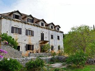 Comfortable and spacious house Bobovisca, Brac (K-11435)