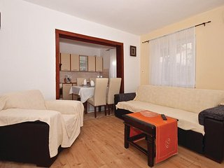 Dubrava Apartment Sleeps 5 with Air Con and WiFi - 5470607