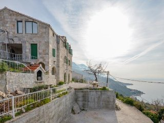 Two bedroom apartment Brela (Makarska) (A-11552-a)