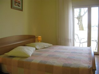 One bedroom apartment Supetarska Draga - Donja, Rab (A-11769-b)