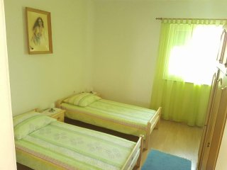 Grgomicic Holiday Home Sleeps 6 with Air Con and WiFi - 5470847