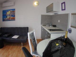 One bedroom apartment Makarska (A-12063-d)