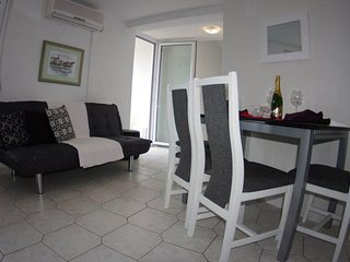Two bedroom apartment Makarska (A-12063-c)