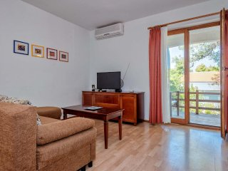 Two bedroom apartment Jelsa, Hvar (A-12052-b)