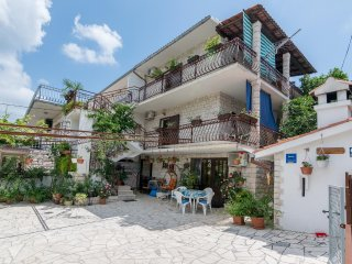 Two bedroom apartment Arbanija, Ciovo (A-12113-a)